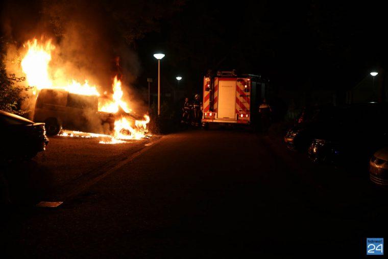 Bestelbus volledig uitgebrand Boshoven Weert-2