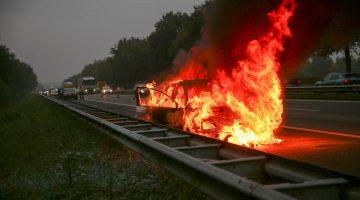 Felle autobrand op A2 (Foto's + Video)
