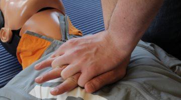 EHBO vereniging Nederweert organiseert AED herhalingsles