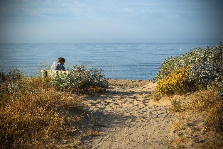 strand-met-vrouw