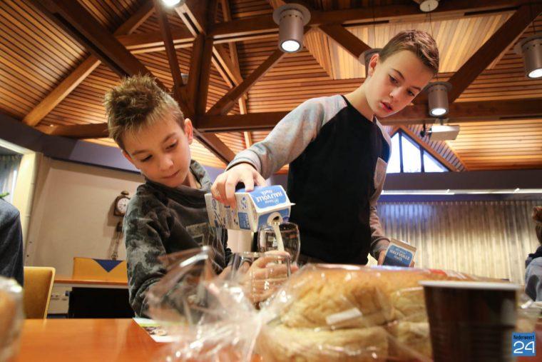 leerlingen-zonnehof-leveroy-ontbijten-met-burgmeester-nederweert-14