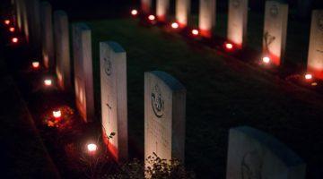 Lichtjes op oorlogsgraven in Nederweert