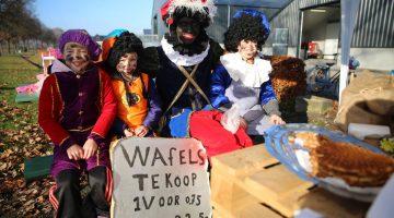 Sinterklaas laat Piet lekkers halen bij Dè Wafelbakkers Salimans