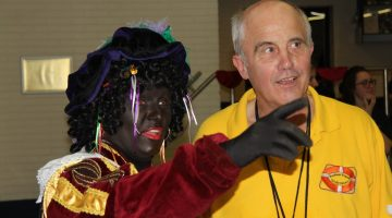 Zwarte Piet bezoekt gezellige Sinterklaaswedstrijd bij de Reddingsbrigade