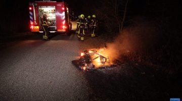 Scooter vliegt in brand tijdens rijden