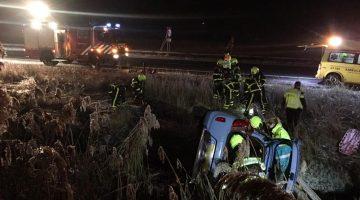Brandweer bevrijdt twee dames uit auto