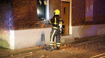 Explosie verwoest raam in woning Nederweert