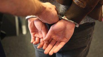 Vijf aanhoudingen voor openlijke geweldpleging op de Oelemarkt