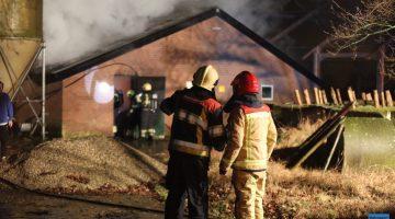 Uitslaande brand in leegstaande kippenstal in Someren (Foto's + Video)