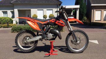 Crossmotor gestolen uit garage