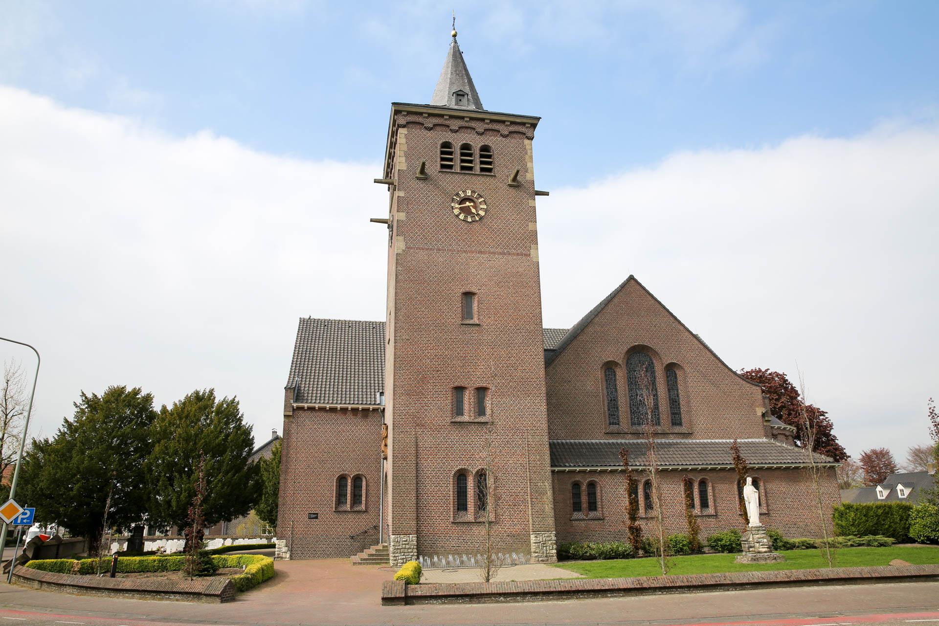 Collegetour B&W in Leveroy - Nederweert24 - Nederweert24