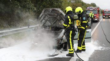Auto brandt volledig uit op A2 bij Kelpen-Oler