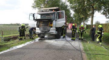 Vrachtwagen vliegt in brand aan de Hollander