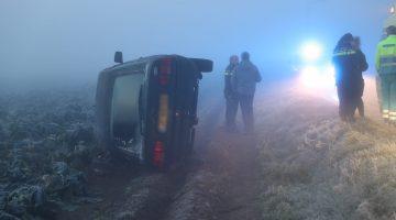 Auto vliegt uit de bocht door zeer dichte mist