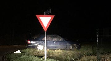 Auto met flinke schade achtergelaten  in Ospeldijk