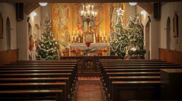 Kerstsfeer in de Kapel van Onze Lieve Vrouw van Lourdes in Schoor