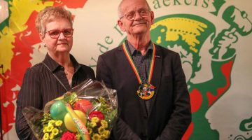 Wil Knapen ontvangt Hoge onderscheiding van VV De Pinmaekers