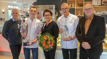 Burgmeester Henk Evers bezoekt 'Beste IJssalon 2018 van Nederland'