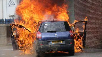 Auto brandt volledig uit in Nederweert