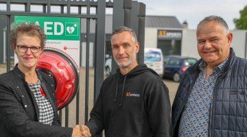 E-power aan de Gebbelsweg in Ospel heeft een AED gekocht