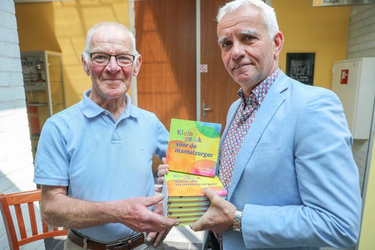 Wethouder Geraats brengt gratis boekje voor mantelzorgers ...