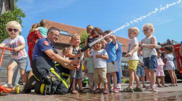Brandweer op bezoek bij Kindercentrum Hummelhoeve Nederweert