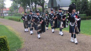 Pipers Society Anam Cara herdenkt het Cameroniërs Regiment (Scottish Rifles)