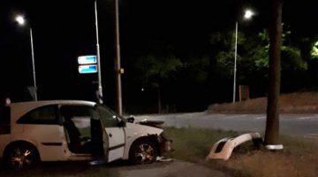 Beschonken bestuurder rijdt tegen boom in Meijel