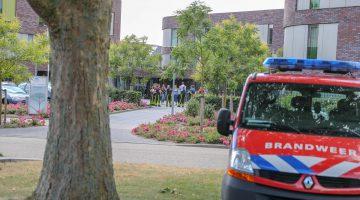 Brandweer helpt cliënten zorgcentrum Sint Joseph Nederweert