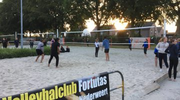 Jalili en the Three Amigos winnen 2e dag Open Beach Volleybal toernooi