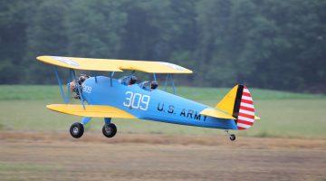 Vliegshow met modelvliegtuigen in Nederweert