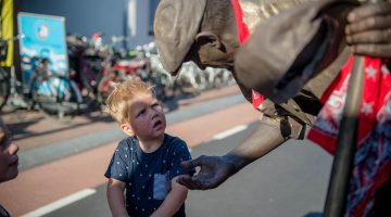 Gezelligheid op de zomerbraderie in Nederweert (Foto's)