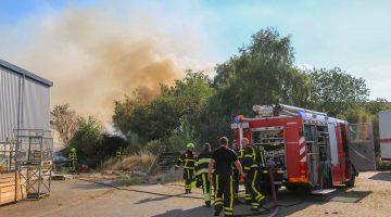 Brand achter loods Grathemerweg