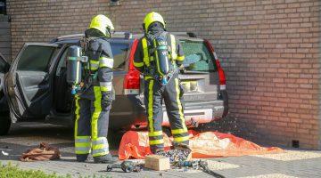 Doos met batterijen vat vlam in auto
