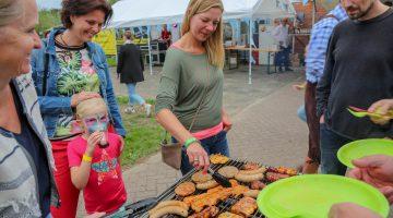 Grillfest auf dem Holzplatz in Leveroy (Foto's)