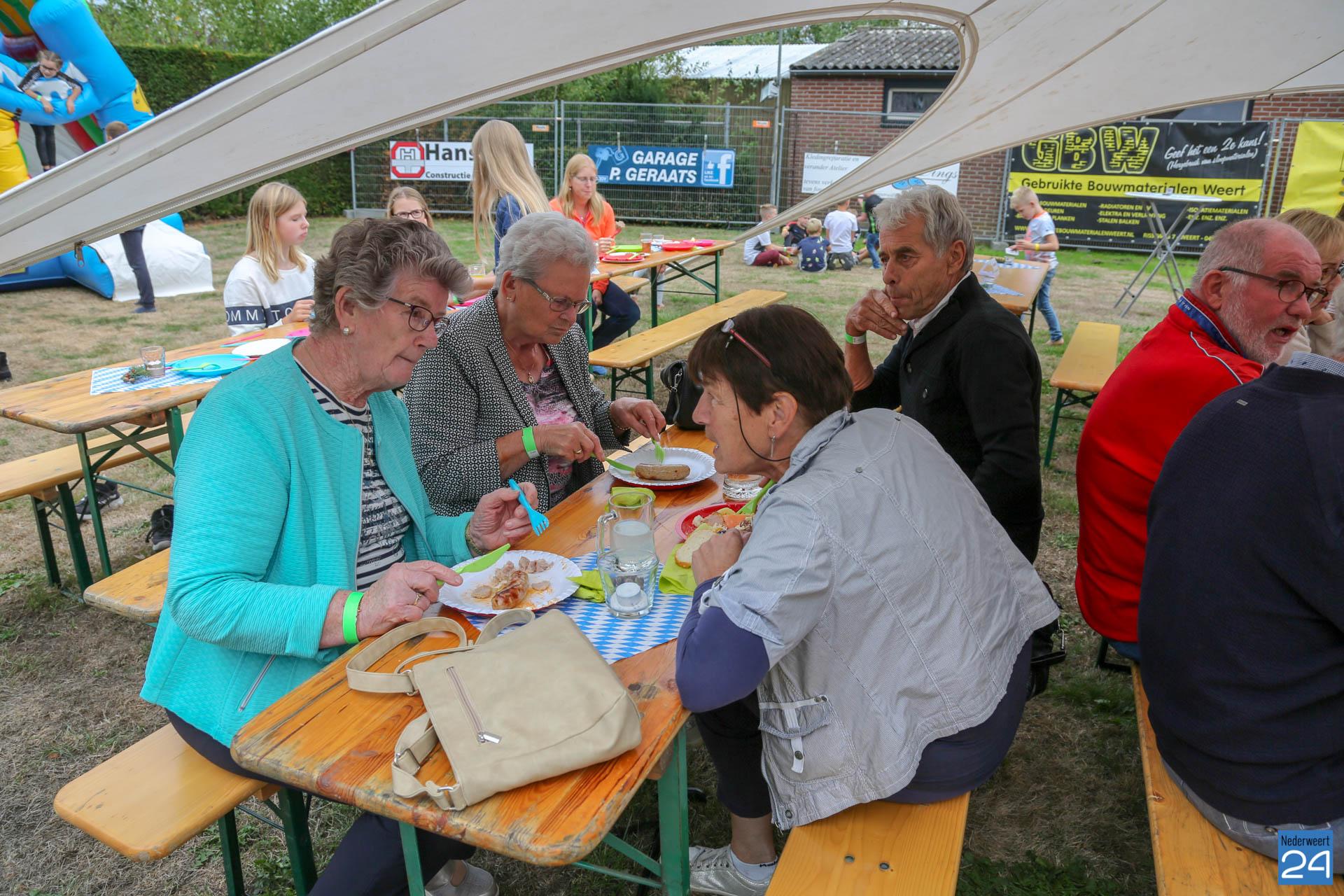 Garage Geraats Leveroy : Grillfest auf dem holzplatz in leveroy fotos nederweert24