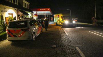 Fietser aangereden, personenauto rijdt door