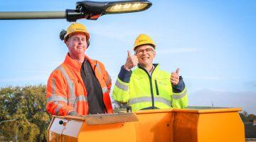 Wethouder Frank Voss geeft startsein voor duurzame straatverlichting