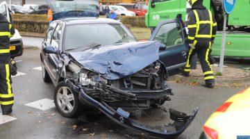 Auto botst met vrachtwagen Ringbaan Oost