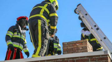 Bakpieten veroorzaken brand tijdens intocht Sinterklaas in Ospel (Foto's)