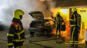 Auto gaat in vlammen op in Boshoven, Weert