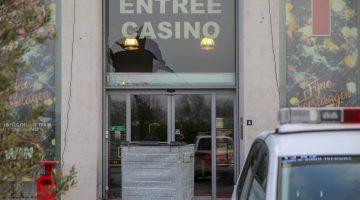 Raam aan diggelen bij inbraak casino Nederweert