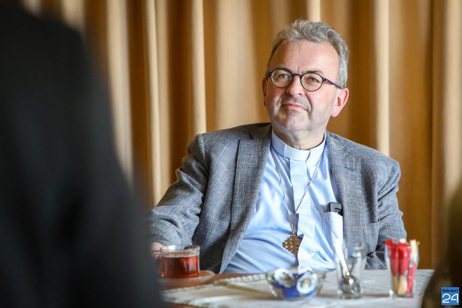 Bisschop mgr. Harrie Smeets brengt bezoek aan Leveroy - Nederweert24 - Nederweert24