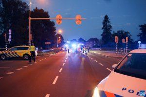 Fietsster zwaargewond in Nederweert, auto rijdt door