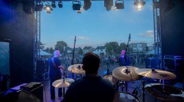 Gezelligheid tijdens volksfeest op Raadpop Fifth Edition 2019 in Nederweert