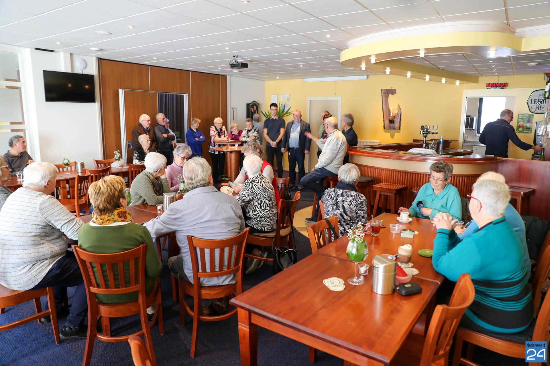 Eerste Inloopcafé Leveroy mét leesservice (Foto's) - Nederweert24