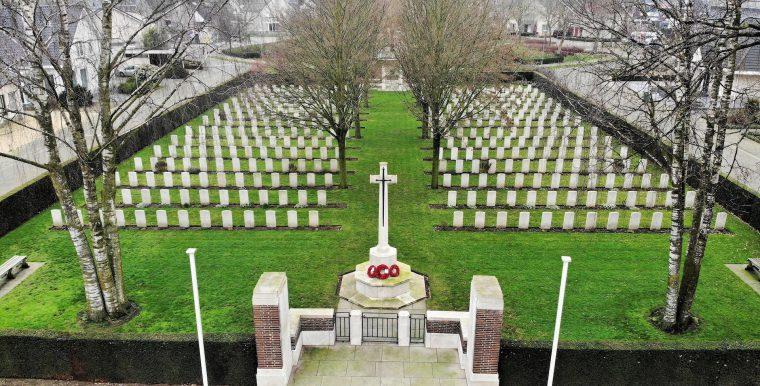 Luchtfoto Brits Militaire Begraafplaats Nederweert