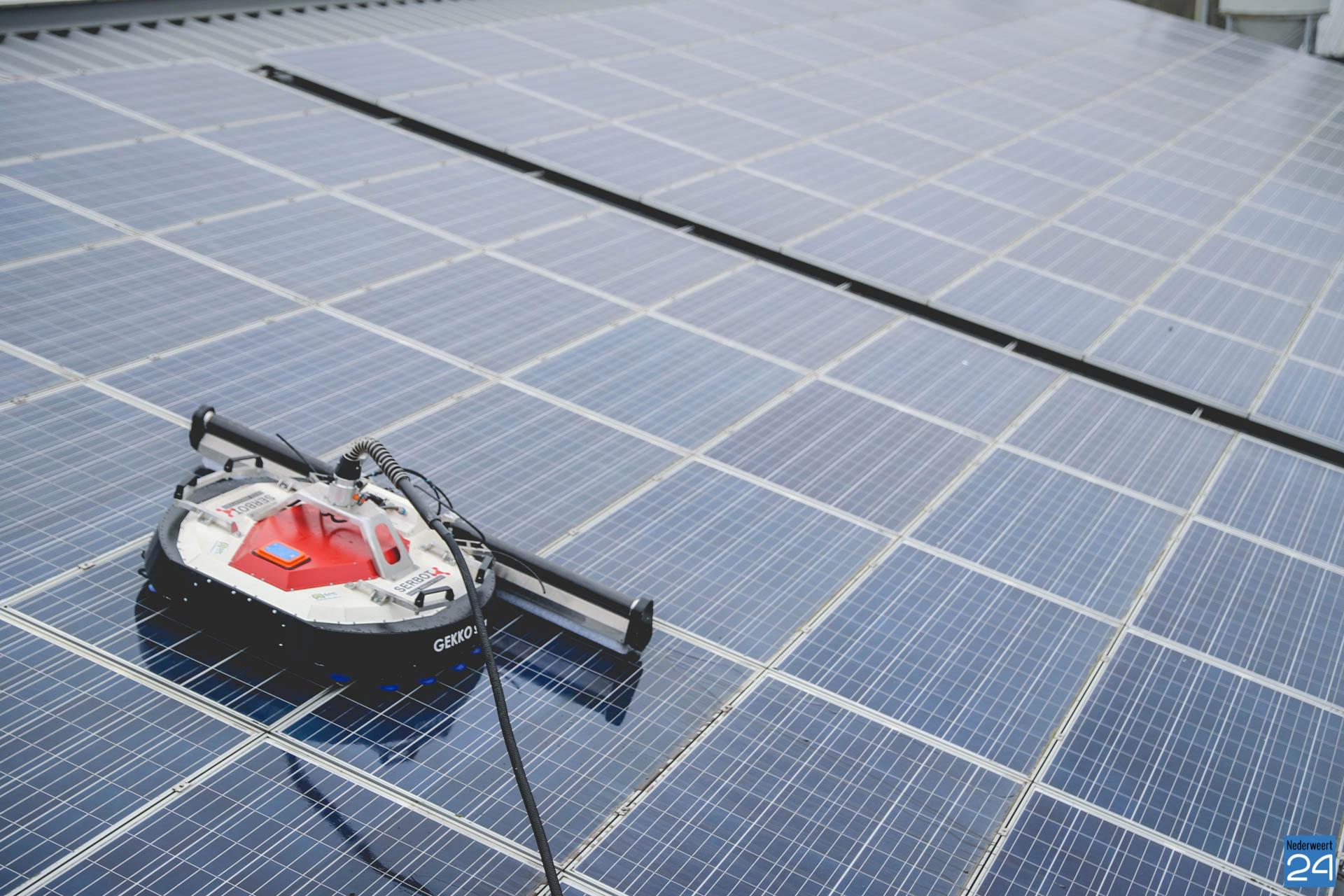 Reinigingsrobot van SPC heeft inmiddels de eerste daken met zonnepanelen gereinigd - Nederweert24